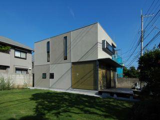 M+2 Architects & Associates Nowoczesne domy Beżowy