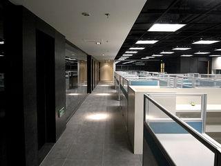 直譯空間設計有限公司 Офисы и магазины в стиле модерн Черный