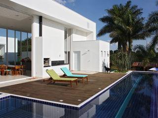acr arquitetura Modern walls & floors Wood White