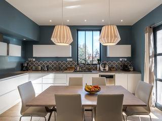 Cuisine contemporaine et douce maison bourgeoise Pièces d'identité Cuisine moderne Quartz Bleu