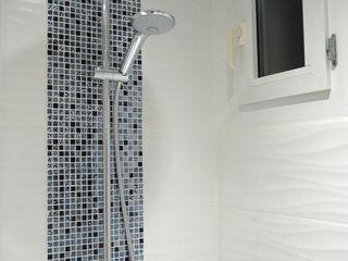 Salle de bain N&B et color touch Pièces d'identité Salle de bain moderne
