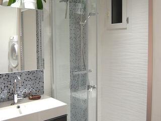 Salle de bain N&B et color touch Pièces d'identité Salle de bain moderne Blanc