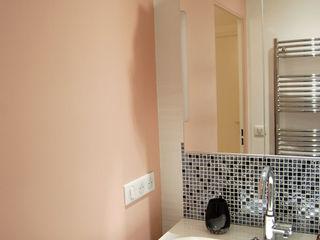 Salle de bain N&B et color touch Pièces d'identité Salle de bain moderne Noir