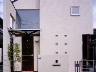 バスルームからパティオが見える家 豊田空間デザイン室 一級建築士事務所 モダンな 家 無垢材 白色
