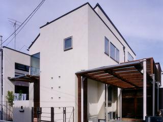バスルームからパティオが見える家 豊田空間デザイン室 一級建築士事務所 モダンな 家 白色