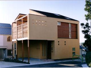 バスルーム、キッチンからウッドデッキへ 豊田空間デザイン室 一級建築士事務所 オリジナルな 家 ベージュ