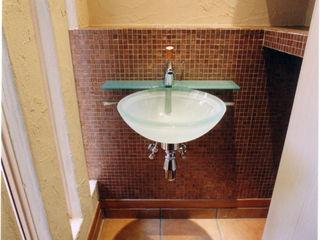 バスルーム、キッチンからウッドデッキへ 豊田空間デザイン室 一級建築士事務所 オリジナルスタイルの お風呂
