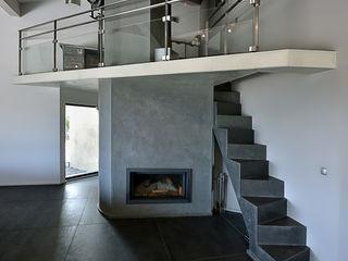Atelier Jean GOUZY Mediterranean corridor, hallway & stairs