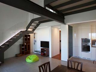 Studio Dalla Vecchia Architetti Small kitchens Iron/Steel Grey