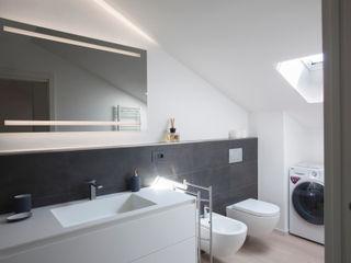 Studio Dalla Vecchia Architetti Modern Bathroom Tiles Grey