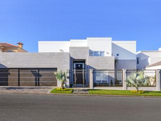 CORTéS Arquitectos Modern houses Limestone Grey