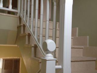 Cooperativa de la madera 'Ntra Sra de Gracia' Corridor, hallway & stairsStairs Kayu Buatan White