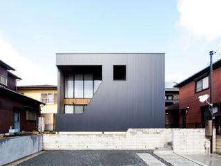 AtelierorB Industriale Häuser Metall Schwarz
