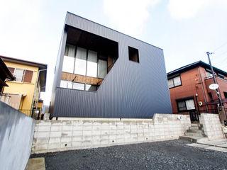 AtelierorB Minimalistische Häuser Metall Schwarz