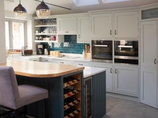 Barnet Kitchen Laura Gompertz Interiors Ltd Cocinas de estilo clásico Madera Azul