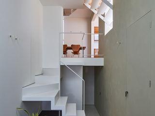 武藤圭太郎建築設計事務所 Couloir, entrée, escaliers modernes Tuiles