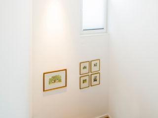 Ferreira | Verfürth Architekten 現代風玄關、走廊與階梯 木頭 White
