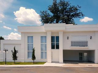 Branco Clássico Dani Santos Arquitetura Casas clássicas Cerâmica Branco