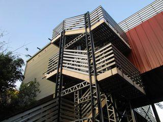 A4AC Architects Koridor & Tangga Modern Besi/Baja Grey