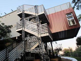 A4AC Architects Rumah Modern Aluminium/Seng Grey