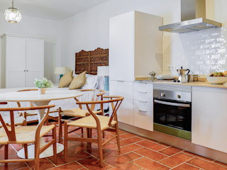 StudioBMK Mediterranean style dining room