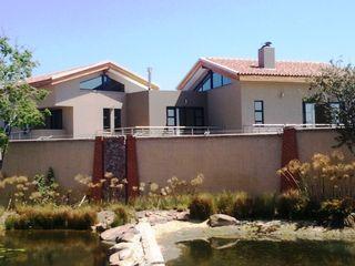 Essar Design Casas de estilo rústico