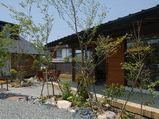 木庵(コアン)デザインサロン 環アソシエイツ・高岸設計室 ラスティックな 庭