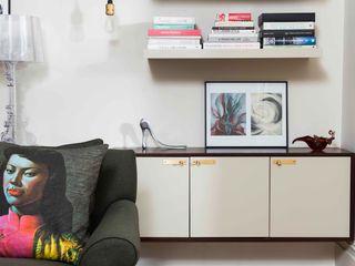 'Designed for living' - Whitehall Park Residential SWM Interiors & Sourcing Ltd SoggiornoArmadietti & Credenze Legno Beige