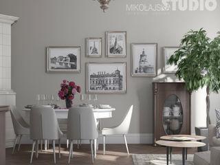 Stilvolles Mietshaus MIKOLAJSKAstudio Klassische Wohnzimmer