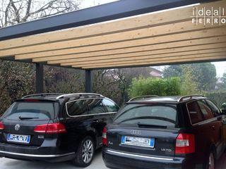Carport con copertura in policarbonato Ideal Ferro snc Garage/Rimessa in stile moderno Ferro / Acciaio Grigio