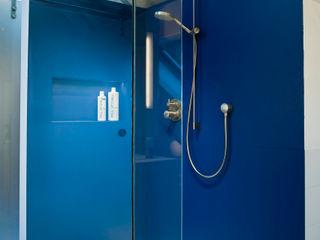 Walk-In-Dusche im blauen Bad raum.4 - Die Meisterdesigner Moderne Badezimmer