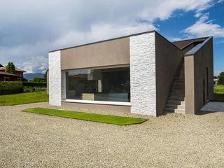 B&B Rivestimenti Naturali Modern houses Stone White