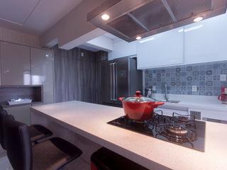 Haus Brasil Arquitetura e Interiores Modern kitchen
