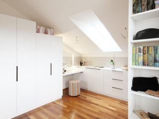 Begehbarer Schrank Kathameno Interior Design e.U. Moderne Ankleidezimmer Weiß