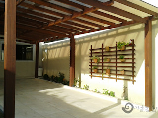 Atelier Plural Rustic style garage/shed