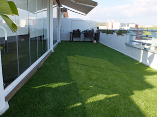 Renovación completa de terraza COBERTI Balcones y terrazas de estilo moderno Verde