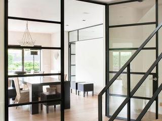 VASD interieur & architectuur Pasillos, vestíbulos y escaleras modernos