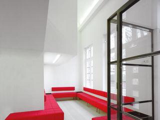 VASD interieur & architectuur Clínicas y consultorios médicos de estilo moderno