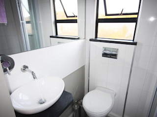 Berman-Kalil Housing Concepts Modern bathroom