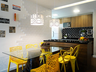 homify Modern Kitchen Multicolored