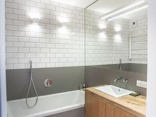 Pracownia projektowa Atelier Lillet Baños de estilo moderno Gris