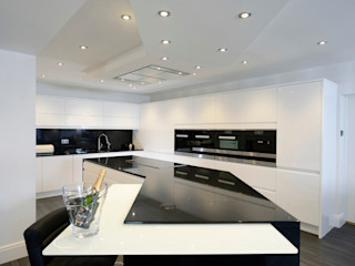 Mr & Mrs Davidson's Monochrome Kitchen Room Dapur Modern Granit Black