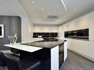 Mr & Mrs Davidson's Monochrome Kitchen Room Dapur Modern Kaca Black