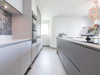 Handle Less design in Modern colours Eco German Kitchens Cucina moderna MDF Grigio