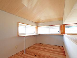 合同会社negla設計室 Study/office Solid Wood Wood effect