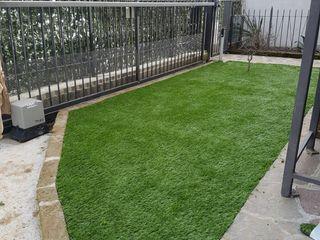 Giardino in erba sintetica Quartiere Fiorito Giardino minimalista Verde