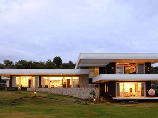 Studio K-7 Designs Pvt. Ltd Modern Houses Concrete White