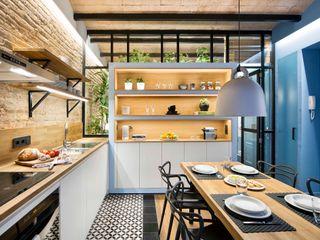 Egue y Seta Cucina in stile mediterraneo