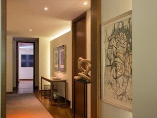Thomas Löwenstein arquitecto オリジナルスタイルの 玄関&廊下&階段 木 多色