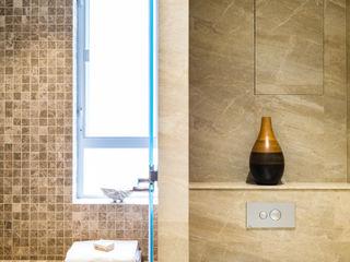 Nicole Cromwell Interior Design Phòng tắm phong cách hiện đại Gạch ốp lát Beige